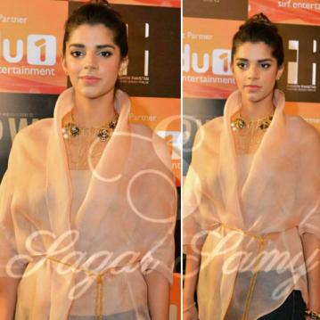 Sanam Saeed on red carpet